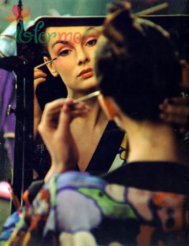 Косметика для макияжа глаз и губ