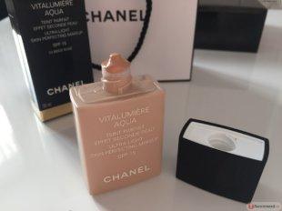 Матирующий тональный крем Chanel с легкой текстурой
