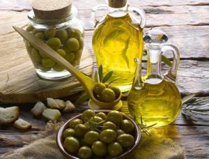 Оливковое масло можно применять разными способами
