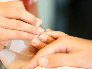 Запечатывание ногтей воском - укрепляющая процедура