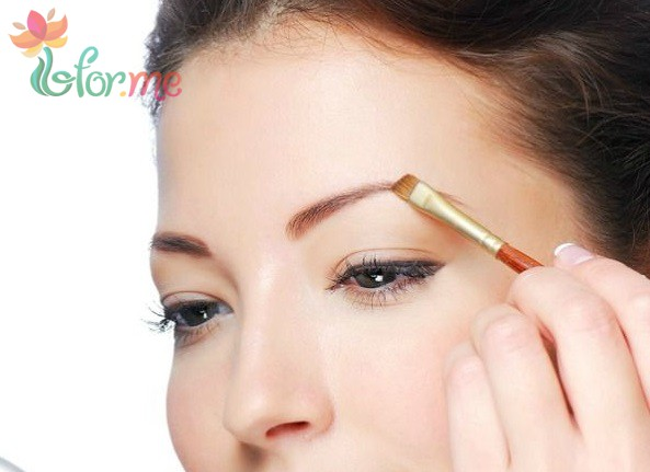 Beautiful woman draw beauty shape of eyebrows using cosmetic brush