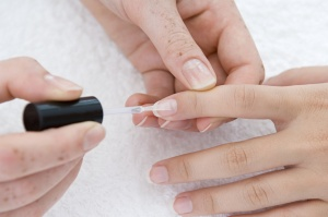 Как использовать лак для ногтей для лечения грибка