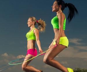 На скакалке выполняются различные упражнения