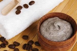 Маски для лица с кофе изготавливаются по различным рецептам