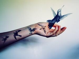 Девушки любят тату с рисунками фауны и флоры