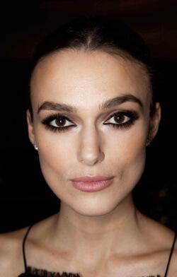 Фото 3 - Перед нанесением макияжа уделите внимание бровям