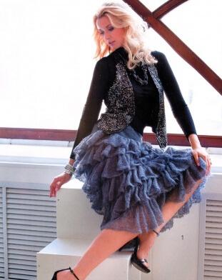 Платье черное с юбкой воланом