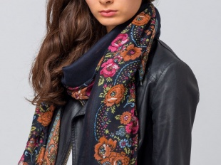 Фото 1 - Выделяют множество разновидностей шарфов