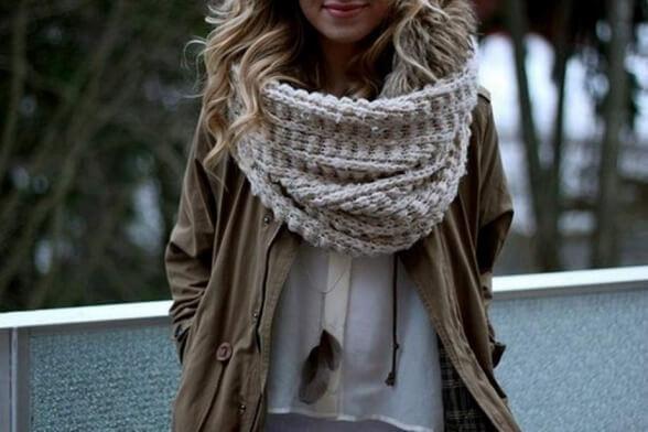 Как носить шарф-трансформер? Несколько движений – и шарф превращается…