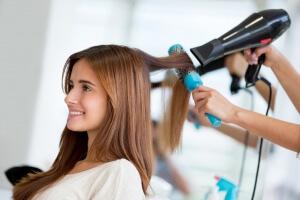 Окрашивание волос басмой имеет ряд плюсов