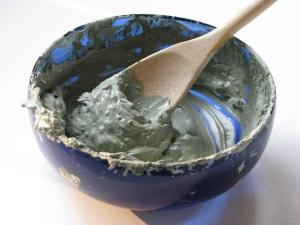 Голубая глина: маски для волос