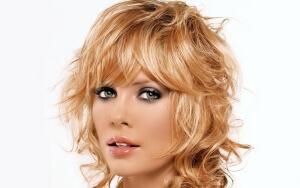 Современные прически на средние волосы