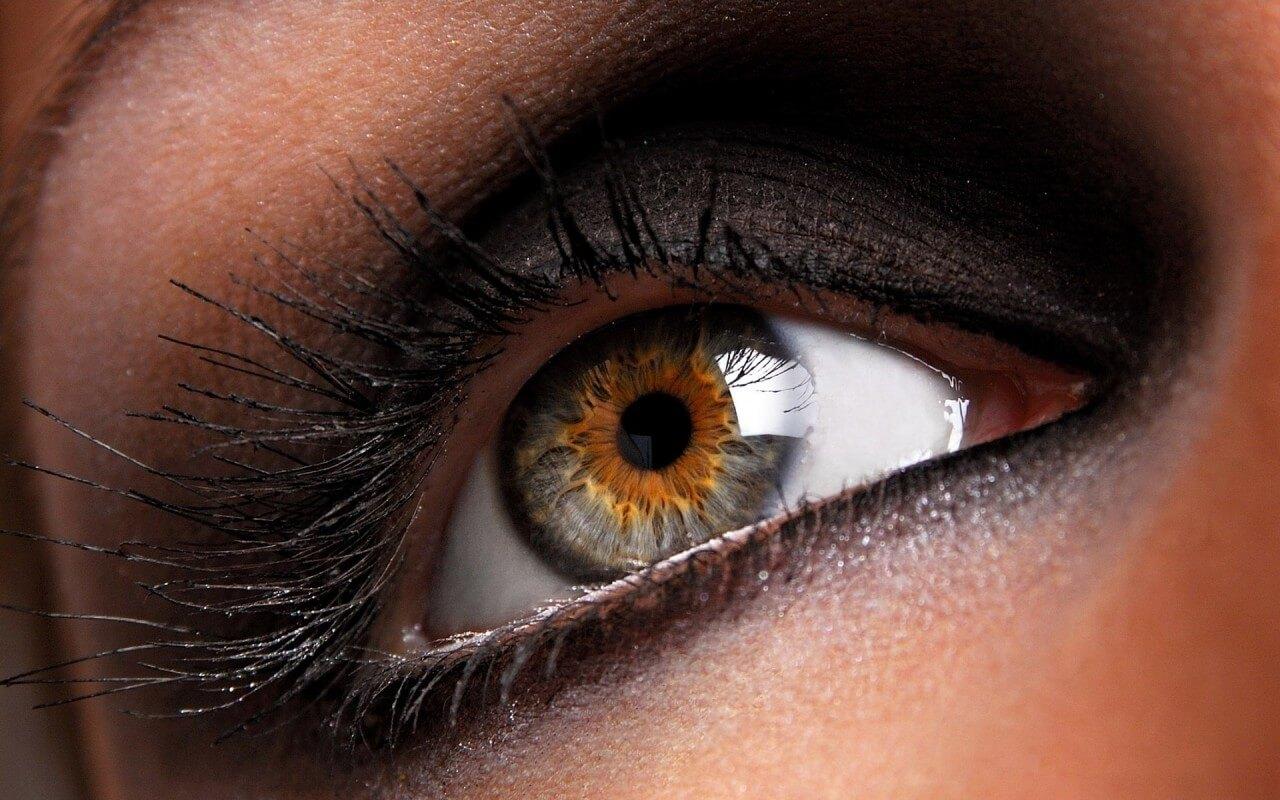 Как на фото сделать красивые глаза карие