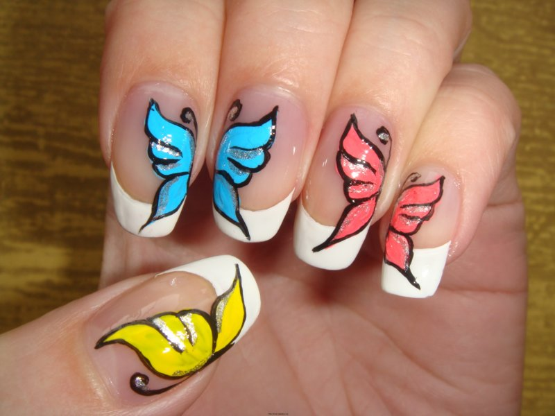 Красивый рисунок бабочка на ногтях