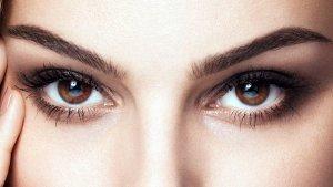 Голубые линзы на карие глаза