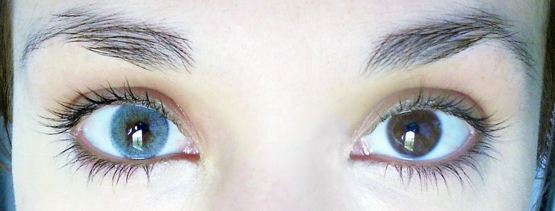 Сон о голубых глазах предвещает получение награды за проделанную работу.
