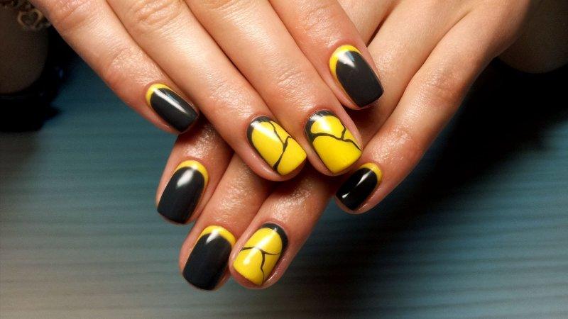 Шеллак желтый на ногтях