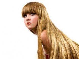 Длинные ухоженные волосы роскошно смотрятся