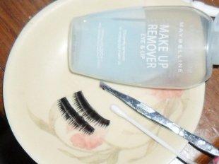 Молочко для снятия макияжа тоже подойдет