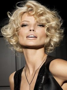Применение средств по укладке волос