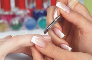 Наращивать ногти акрилом сложнее
