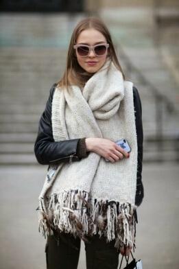 Фото 2 - Палантин красиво смотрится на пальто