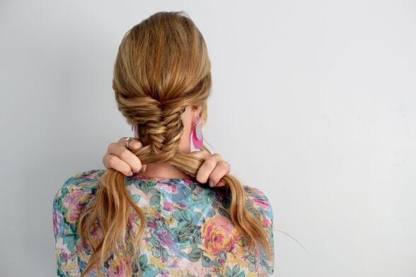 Фото 3 - Длинные волосы можно заплести разными способами