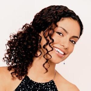 Прическа для вьющихся волос