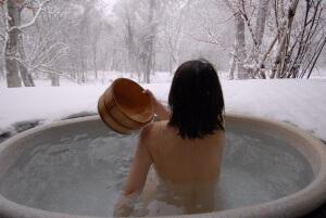 Обливание в бане