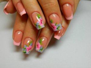 Особенности цветочных рисунков на ногтях