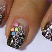 Как сделать рисунки на ногтях с блестками: небольшие хитрости