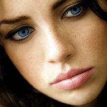 Голубые глаза и темные волосы без мифов и легенд