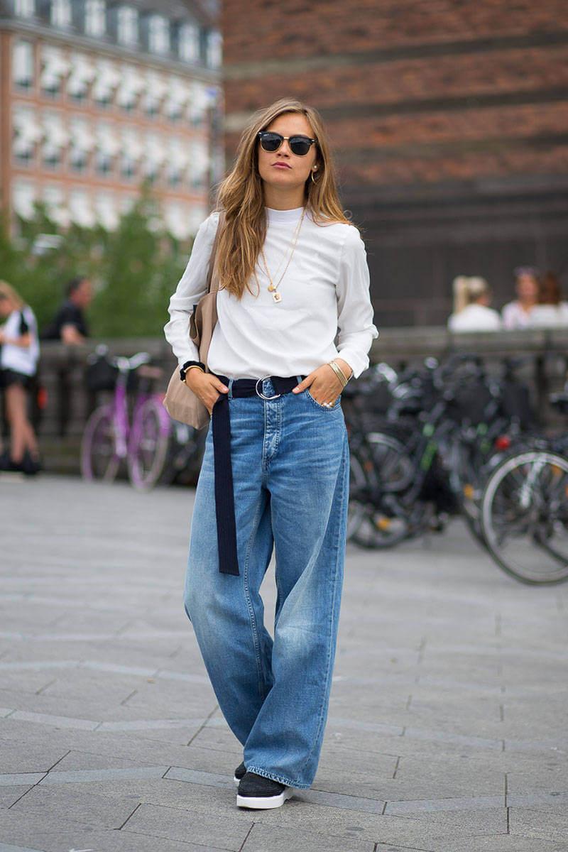 Широкие джинсы удобны на каждый день